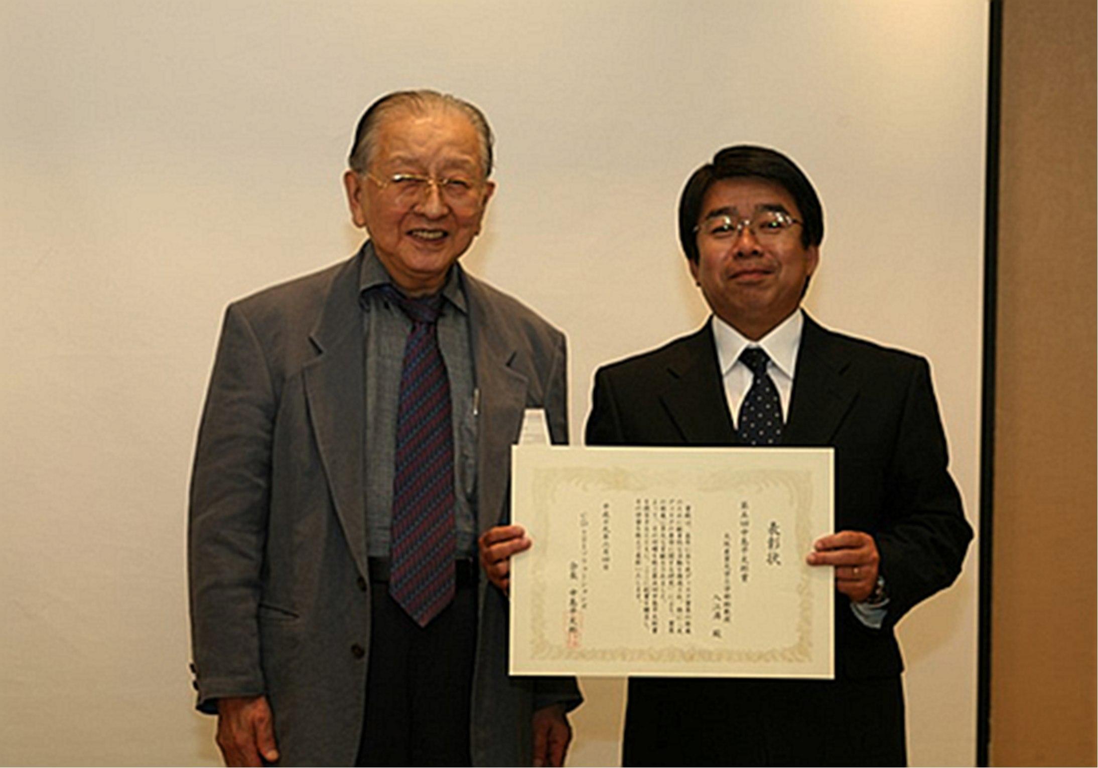 中島平太郎CDs21会長(左)と入江満大阪産業大学准教授(右) ● 中島平太郎CDs21会長(左